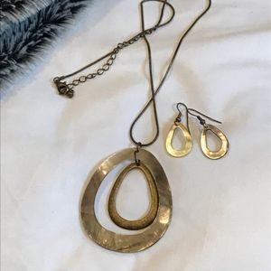Jewelry - Tear drop necklace and earring set.